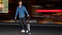 奥迪 E-Tron Scooter 是一款带拉手的电动滑板