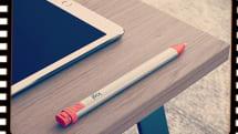 2018年10月11日、安価なiPad用デジタルペン「Crayon」が発売されました:今日は何の日?