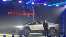 テスラ、EVトラック「Cybertruck」発表。頑丈ボディと割れない(はずの)「Tesla armor glass」採用