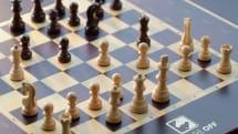 自動で駒が動く、ネット対戦可能なチェス盤Square Offを+Styleが発売