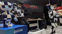 トヨタが遠隔操作でカクテルを作れるロボットと東京2020マスコットキャラロボットを公開