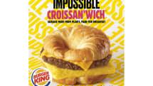 バーガーキング、米国5州で偽肉クロワッサンウィッチ試験販売。Impossibleの偽肉ソーセージ使用