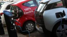 英国首相、ガソリン車販売を「早ければ2032年」に禁止すると発言