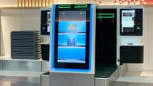 飛行機搭乗時の面倒を軽減。自動手荷物預け機をJALが羽田空港に導入、AIが荷物や人を判断