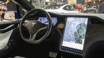 テスラ車両に信号認識機能が導入か 赤で減速も可能に?