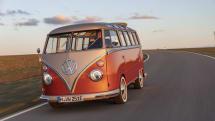 フォルクスワーゲン、クラシックなマイクロバスをEVに改造。コンバージョンの価格は約770万円から