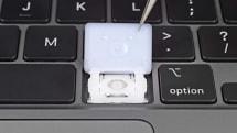 iFixit 拆開新版 MacBook Air 的鍵盤來看,高度不就增加了 0.5mm 嘛