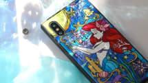 ディズニーのアリエルやアリスをステンドグラス風に描いたiPhone 11専用ケース