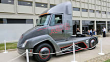 Cummins unveils an electric big rig weeks before Tesla