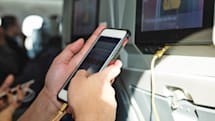 民航局终于允许乘客在飞机上使用手机了