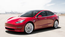 Tesla rolls out Autopilot navigation for traffic lights and stop signs