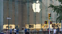 Apple achieves a quarterly record amid iPhone launch uncertainty