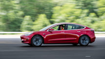 Tesla update lets vehicles drive through green lights automatically