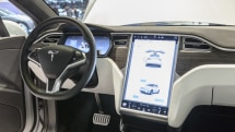 Tesla will repair blank Model S and Model X touchscreens for free