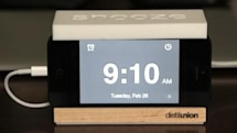 Snooze: Minimalist iPhone alarm dock gets the job done