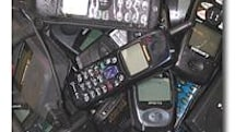 """""""Pregnant"""" mother found smuggling cellphones"""