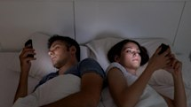 Experts say phones need a 'bedtime mode' to fix our sleep