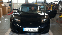 Around the world Tesla Roadster tour back on track after swift repair job
