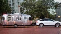 Tesla builds a fleet of mobile Model X showrooms
