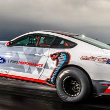 福特的电动野马龙渣在8.27秒内覆盖四分之一英里