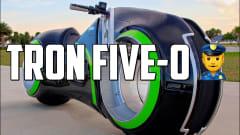 この外観で実走可能。300馬力エンジンを搭載したカスタムバイクを元F1ドライバー率いるチームが制作