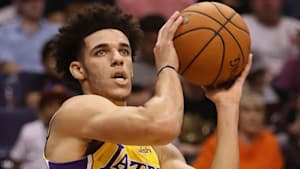 328addd38cf Lonzo Ball Breaks This INSANE Worst All-Time Record!  Should Lakers Be  Concerned