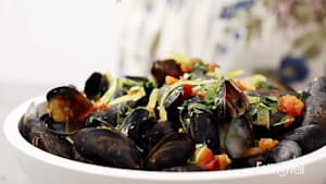 How to make coconut-curry mussels