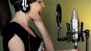 Woman can do 9 impressive vocal impressions