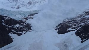 Hikers capture massive avalanche in Chilean national park