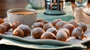Mini zeppole and dipping sauce