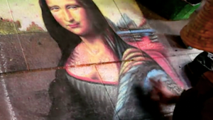 Street artist makes a perfect Mona Lisa with chalk
