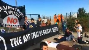 Extinction Rebellion blockiert Beton-Fabrik