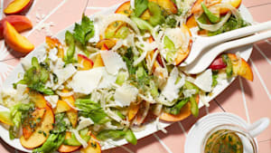 How to make peach and fennel salad