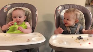 "Twins ""share"" frozen treat and get the giggles"