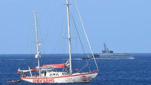 Open Arms: 9 Migranten dürfen an Land. Schiff ist noch ohne Hafen