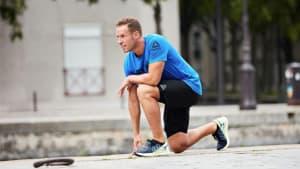 Die effektive Kombinationsübung: Gesprungene Kniebeugen und Liegestütze