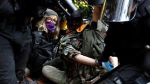 """Krawalle bei """"Proud Boys""""-Demo in Portland: """"Wir verehren die Hausfrau"""""""