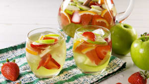 Green apple moscato sangria = drink of the summer