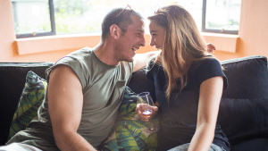 Promi-Ehepaar sucht Samenspender auf Tinder: Dann verliebt sich die Frau in den App-Lover