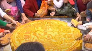 Massive mooncake weighs 370 pounds