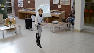 Acrobat shows off jaw-dropping jump rope skills