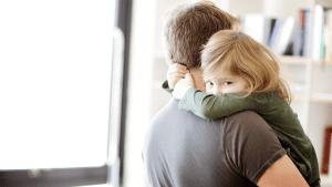 Vater verheimlicht, was hinter dem Namen seiner Tochter steckt: Dann erfährt seine Frau die ganze Wahrheit