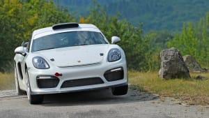 Demofahrt des Porsche Cayman GT4 Rallye auf Schnee und Eis