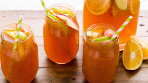 Apple cider sangria to welcome fall