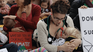 Moms do mass breastfeeding to fight climate change
