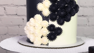 The perfect cake for black and white cookie lovers