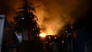 Samos: Großbrand und Messerstiche im Migrantencamp