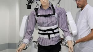 Brain-controlled exoskeleton helps patients walk