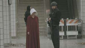 """The Handmaid's Tale"": Hochspannungstrailer zum Serien-Highlight"
