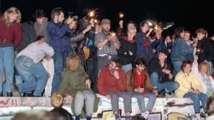 30 Jahre Mauerfall: Als Ost und West sich in den Armen lagen